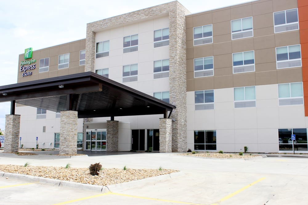 Holiday Inn Express & Suites Spencer: 916 E 13th St, Spencer, IA