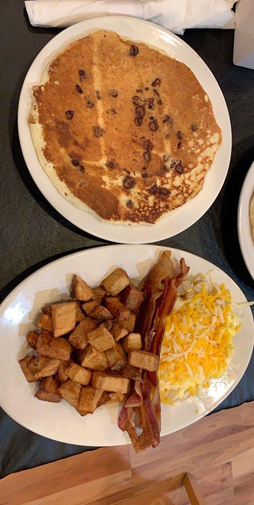BumbleBee's Cafe: 5850 Appalachian Hwy, Blue Ridge, GA