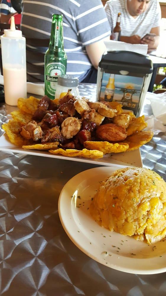 El Desahogo Bar & Grill: Puerto Rico 179, Guayama, PR