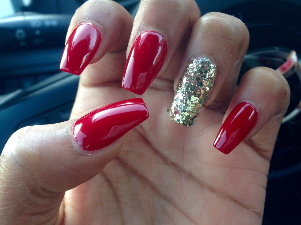 Beautiful red and shiny nails one week later with regular polish ...