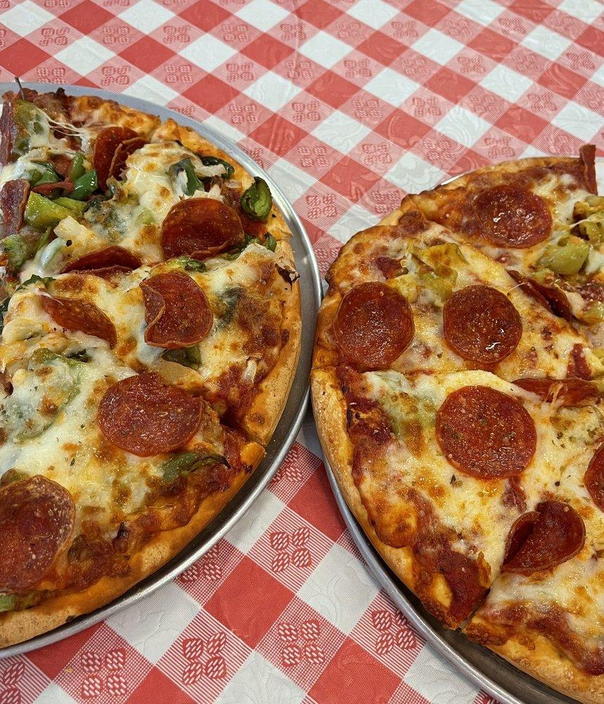 Franci's Pizza: 107 W Seminary Ave, Onarga, IL