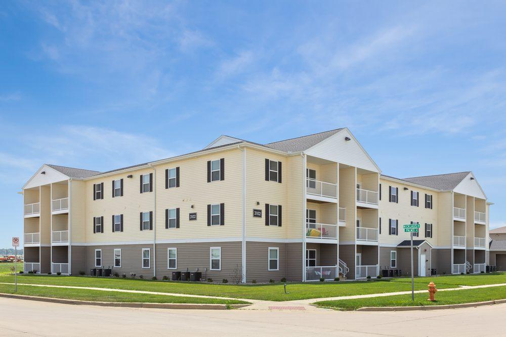The Legends Apartments: 4422 Nicklaus Dr, Champaign, IL