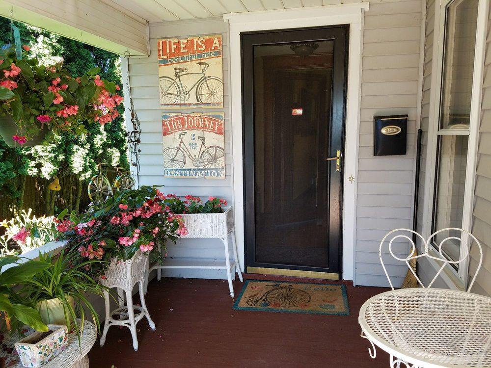 Trails Gate Inn: 104 Plymouth St, Elroy, WI