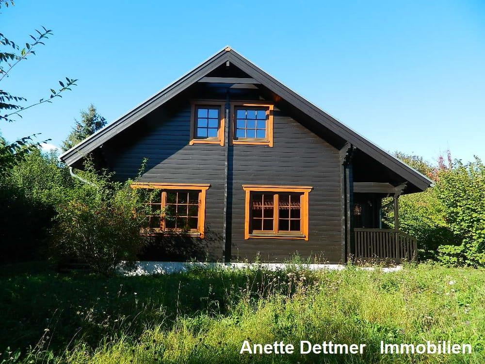 Dettmer Immobilien verkauft finnisches holzhaus in idyllischer feldrandlage
