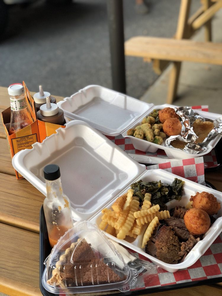 Risin' Smoke Barbecue: 1312 W Danville St, South Hill, VA