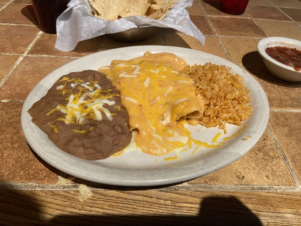 San Pedro's Mexican Restaurant: 404 State Highway 31 E, Chandler, TX
