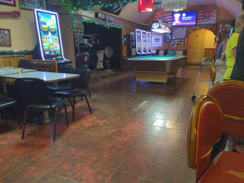 Gundy's Bar & Grill: 604 Clinic St NE, Medina, ND