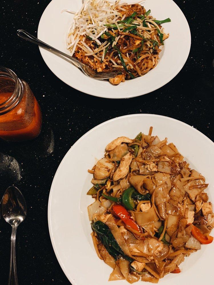Signature Thai Cuisine: 6185 Lake Murray Blvd, La Mesa, CA