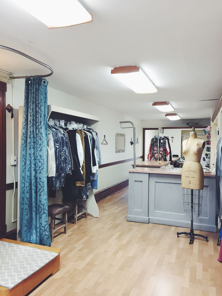 La Mode Tailor Shop: 20 Laurel Rd, East Northport, NY