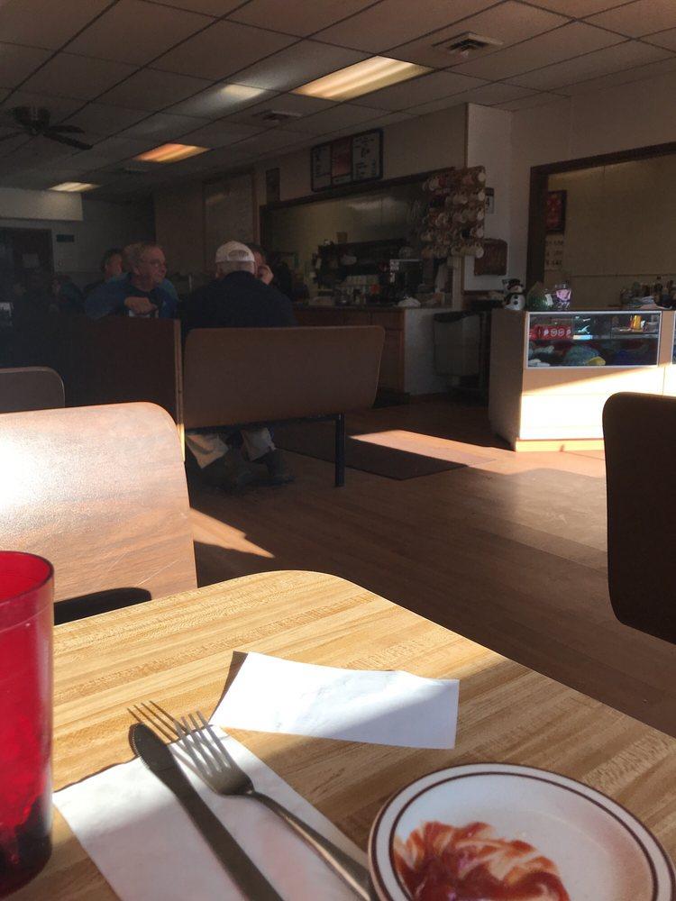 D & R Cafe: 27 Central St W, Bagley, MN