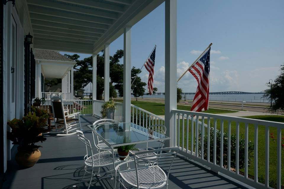 Aunt Dots Bed and Breakfast: 222 N Beach Blvd, Bay Saint Louis, MS