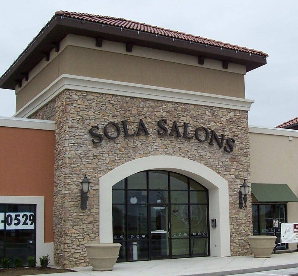Salon refuge coiffeurs salons de coiffure 7724 e for 37th street salon
