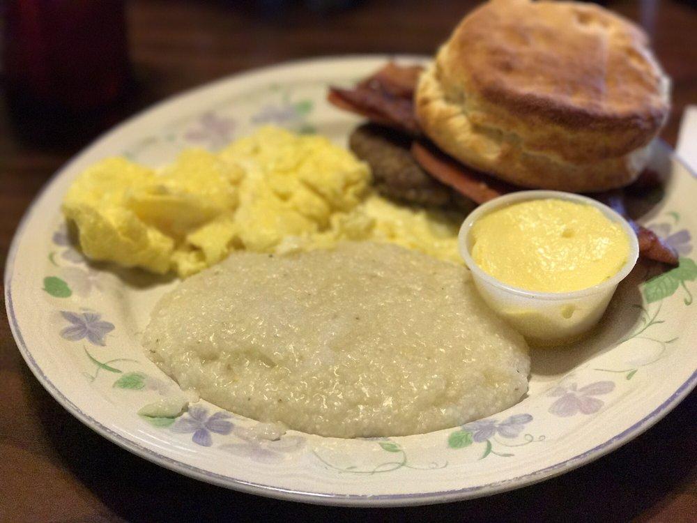 Sautee Trail Cafe: 3933 Hwy 17, Clarkesville, GA