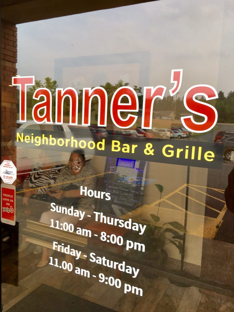 Tanner's Neighborhood Bar & Grille: 25255 Hwy 5, Lonsdale, AR