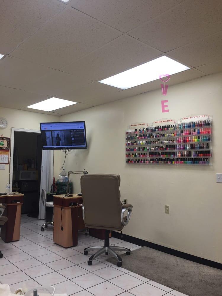Express nails 45 photos 21 reviews massage 3206 e for 10th street salon