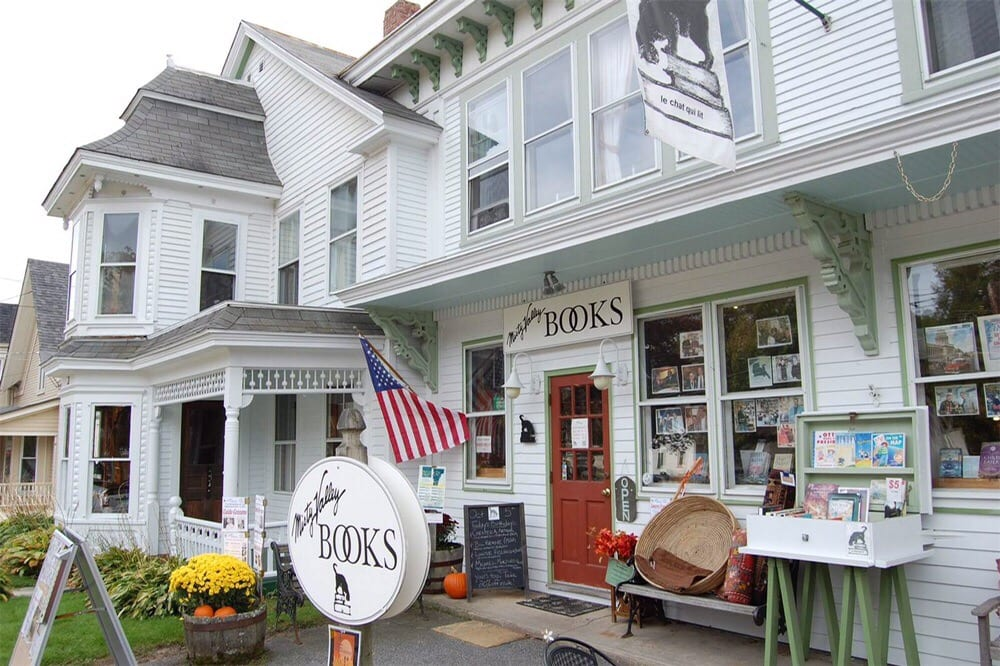 Misty Valley Books: On The Grn, Chester, VT