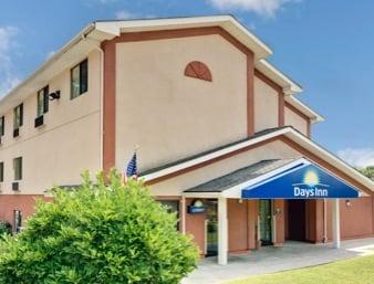 Days Inn By Wyndham Torrington Hotels 492 E Main St Ct Phone Number Yelp