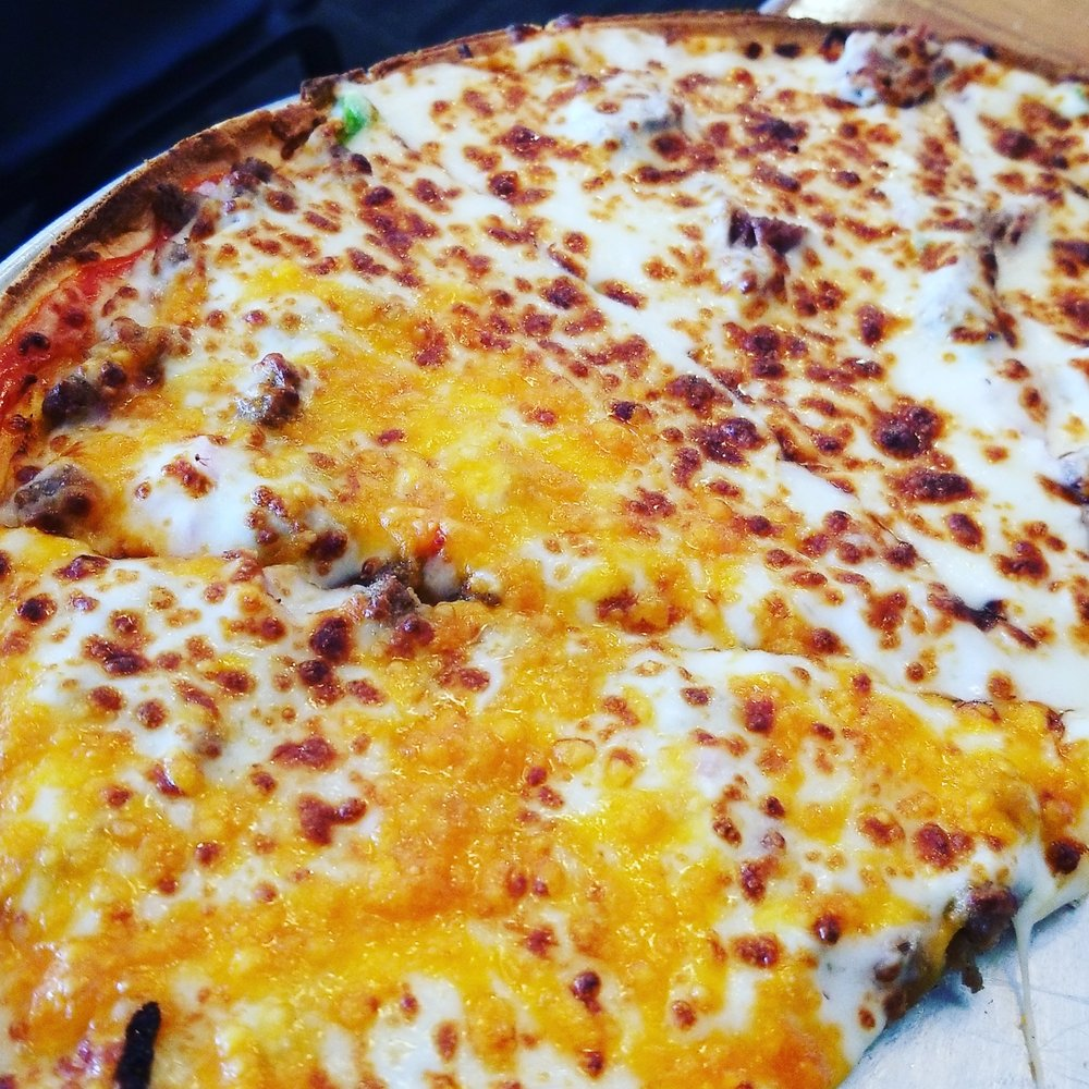 Ugo's Pizzaland: 200 N Macon St, Bevier, MO