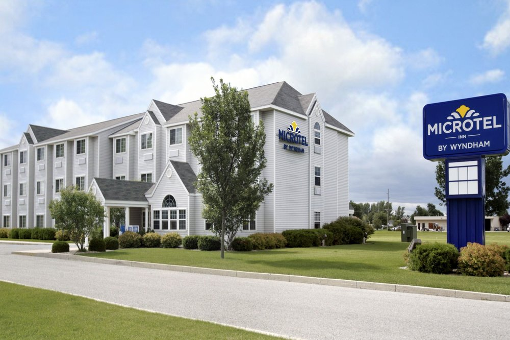 Microtel Inn & Suites by Wyndham Clear Lake: 1305 North 25th St, Clear Lake, IA