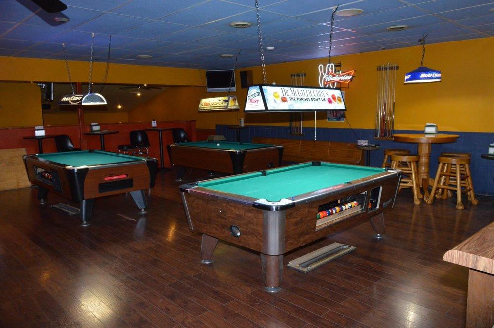 Lud's Pub & Grill: 1620 E Main St, Salem, IL