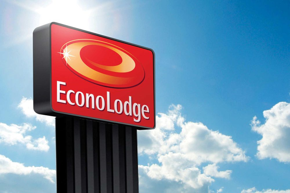 Econo Lodge: 1000 10th Ave N, Hurley, WI