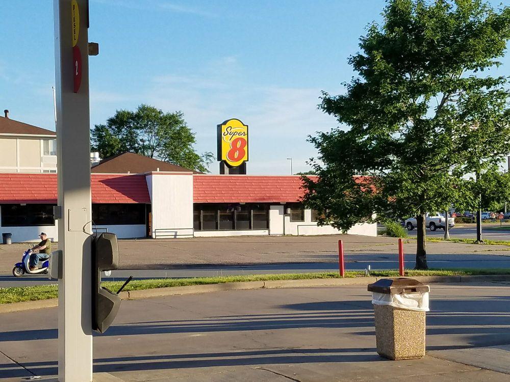 Super 8 by Wyndham Menomonie WI: 1622 North Broadway, Menomonie, WI