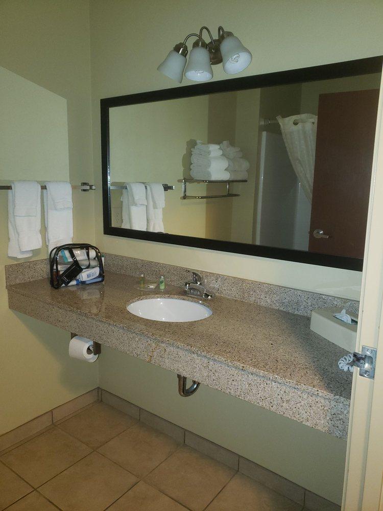 Cobblestone Inn & Suites - Bottineau: 97TH St NE, Bottineau, ND