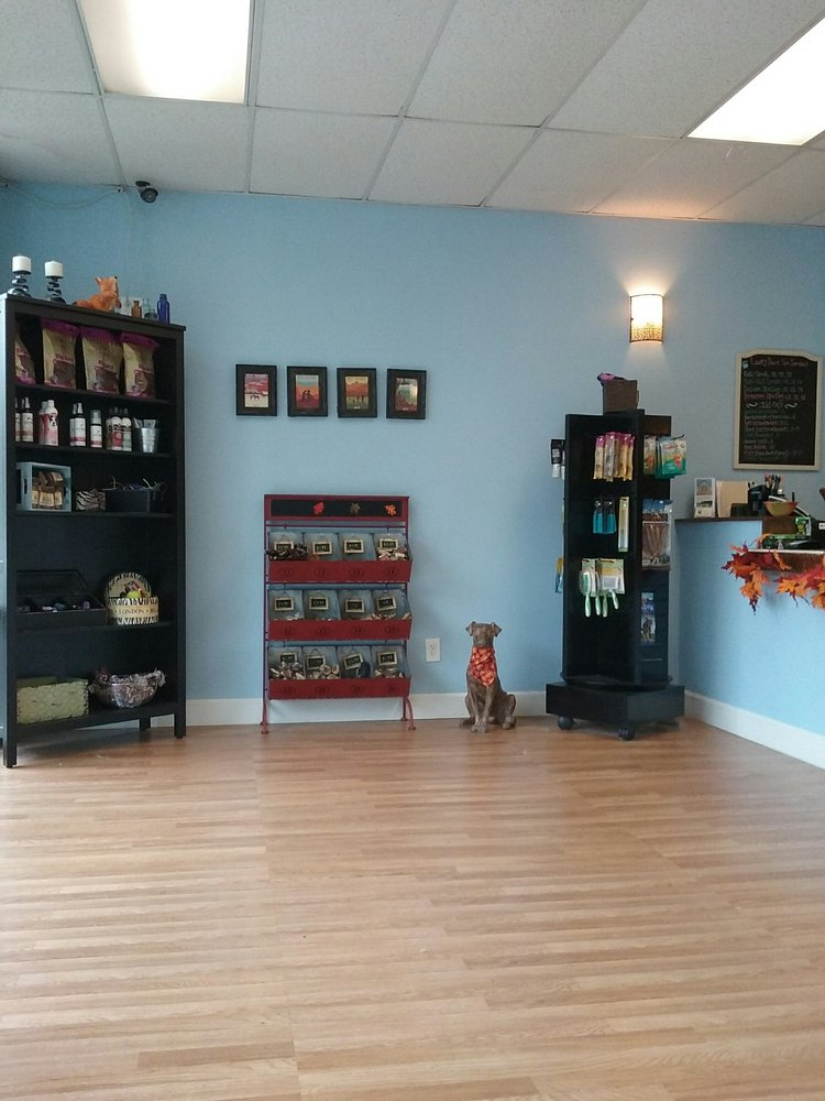Lucky Paws Pet Salon: 4618 SW 320th St, Federal Way, WA