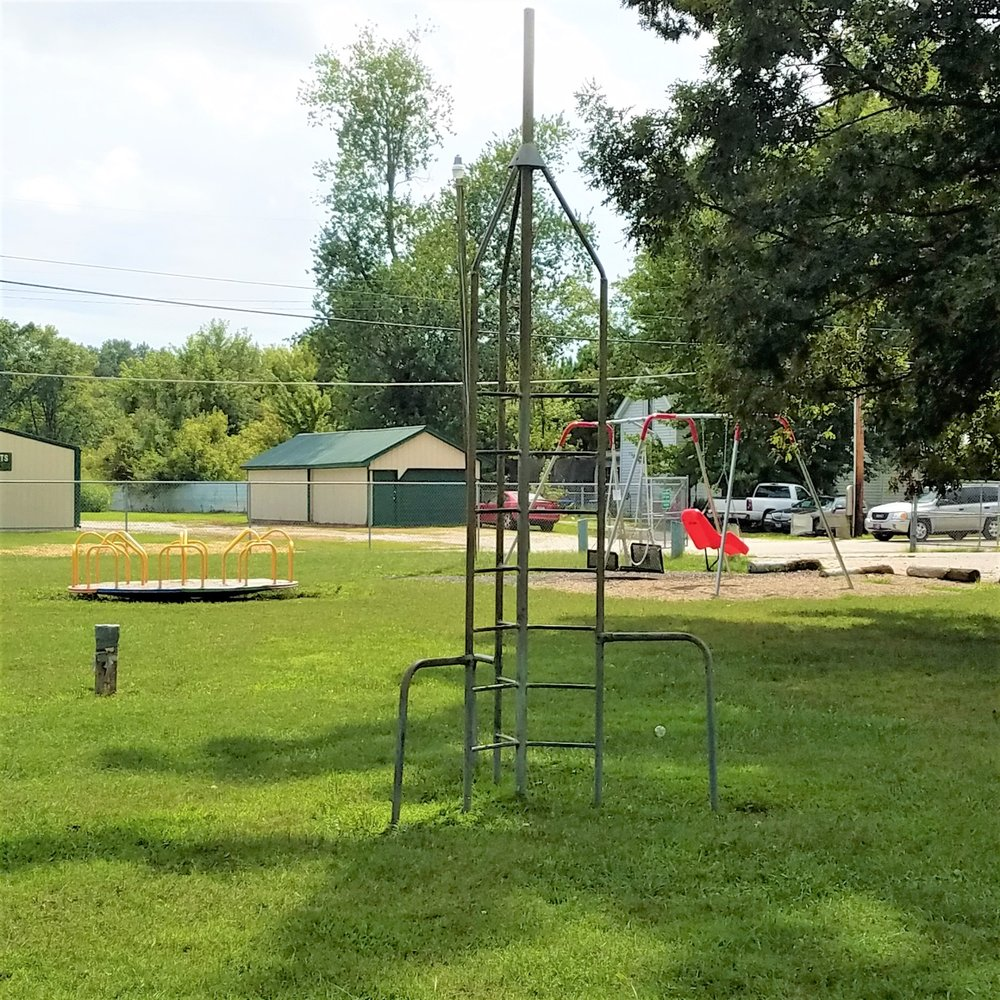 Loogootee City Park: 602 Park St, Loogootee, IN