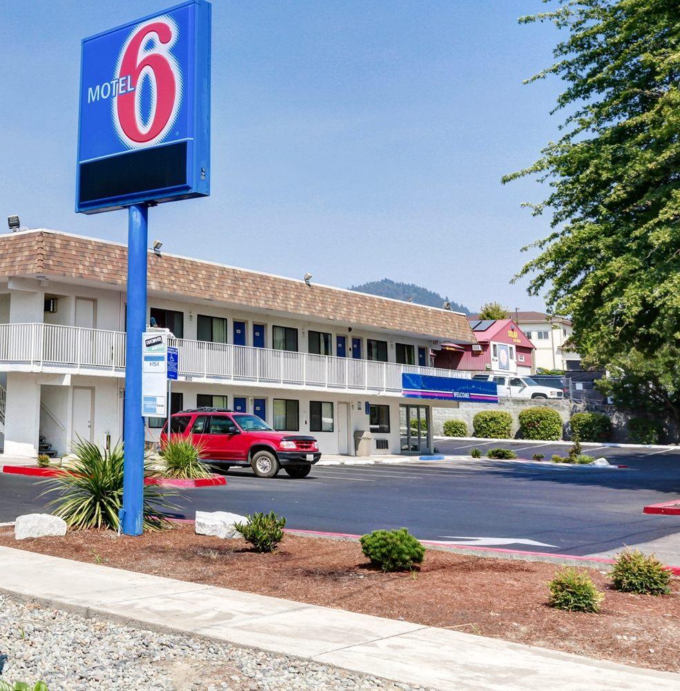 Motel 6: 1800 NE 7th St, Grants Pass, OR