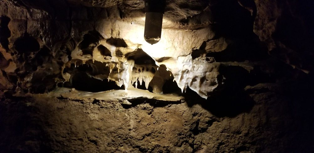Crystal Cave: W 965 State Rd 29, Spring Valley, WI