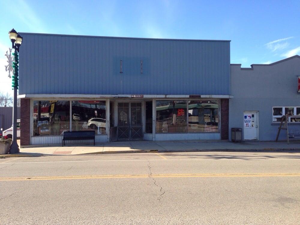 Duckworks: 137 S Jefferson St, Washburn, IL