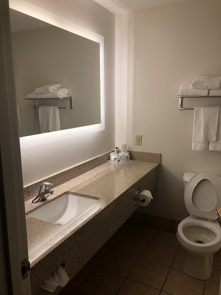 Holiday Inn Express & Suites Vermillion: 1200 N Dakota St, Vermillion, SD