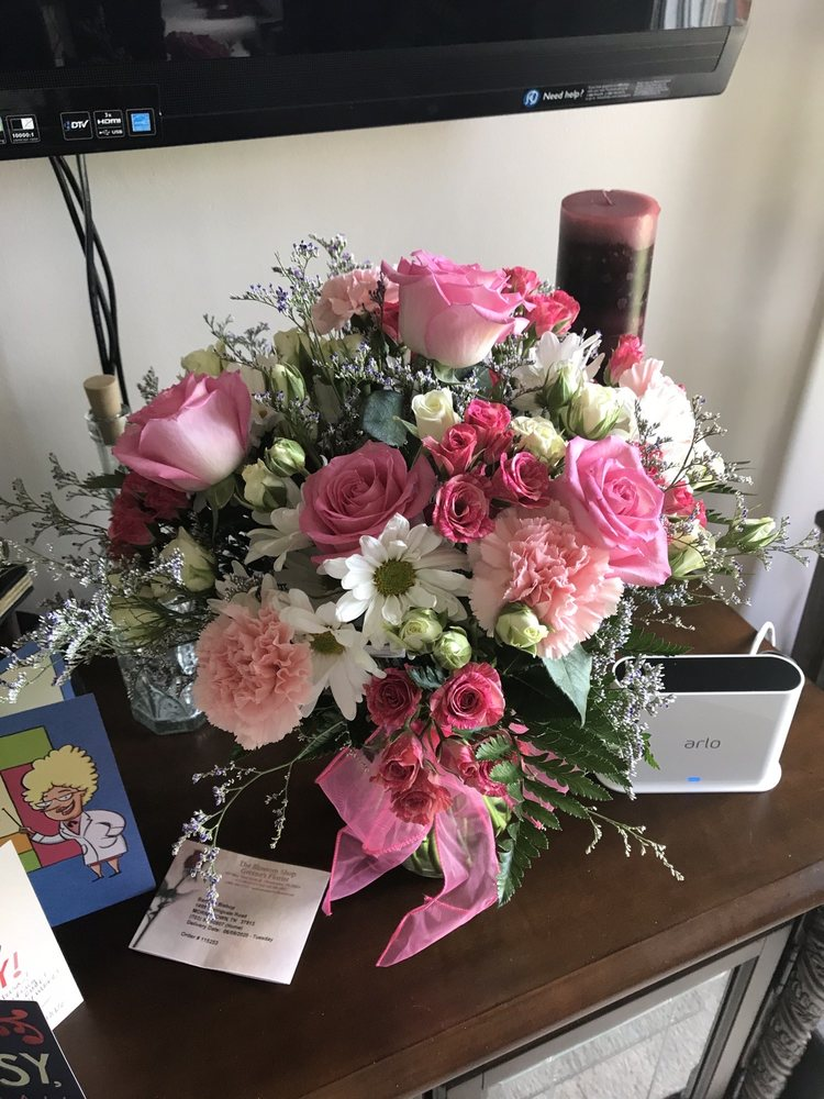 Blossom Shop-Greene's Florist: 933 W 3rd N St, Morristown, TN