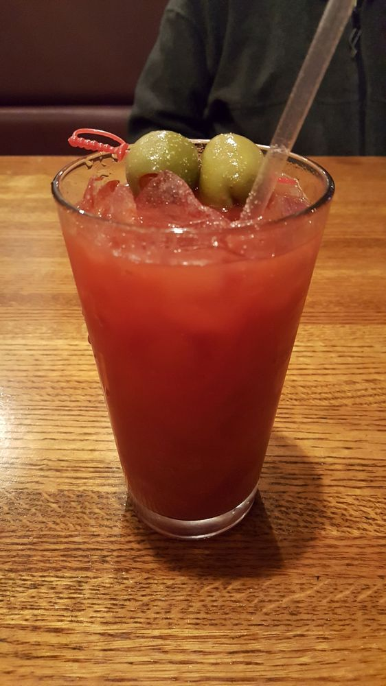 Treece's Restaurant & Lounge: 26 W Main St, Rossville, IN