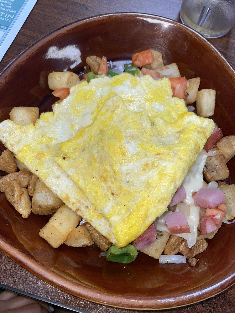 Avon Cabin Cafe: 105 Avon Ave S, Avon, MN