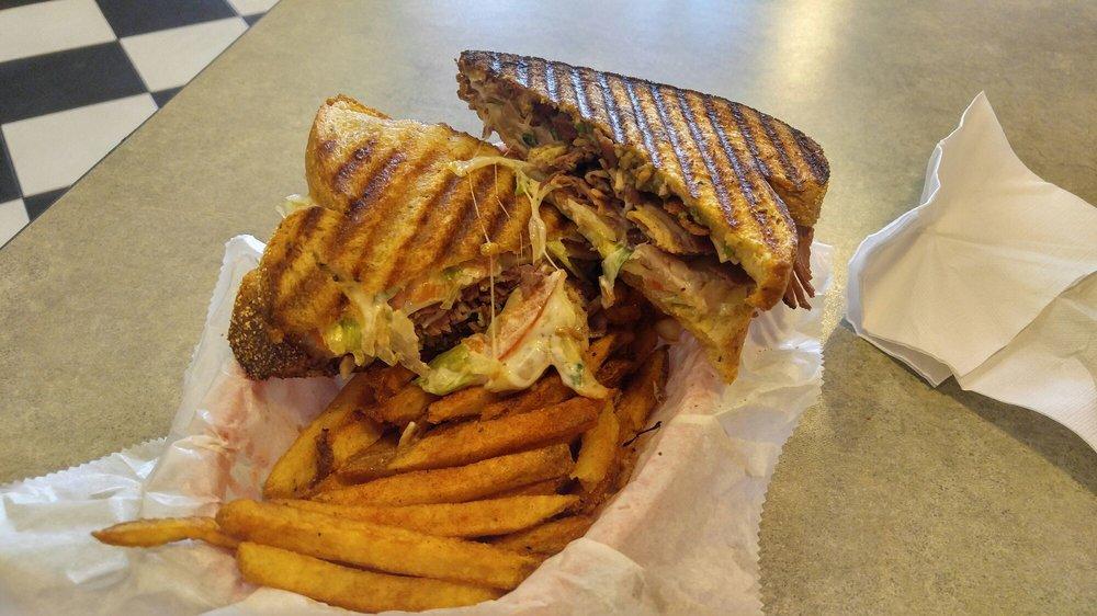 Bigs Restaurant: 101 E Main St, Batesville, AR