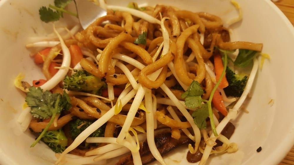 Noodles & Company: 2450 E Mason St, Green Bay, WI
