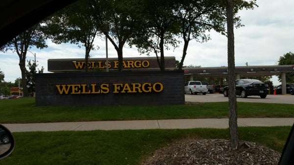 Wells Fargo Bank Banks Credit Unions 920 W 2nd St Grand