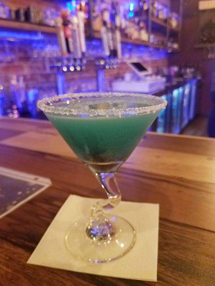 Parea Cocktail Lounge: 430 1st St, Glenwood, IA