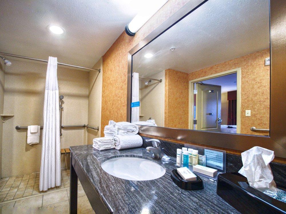 Hampton Inn & Suites Elk City: 102 Regional Dr, Elk City, OK