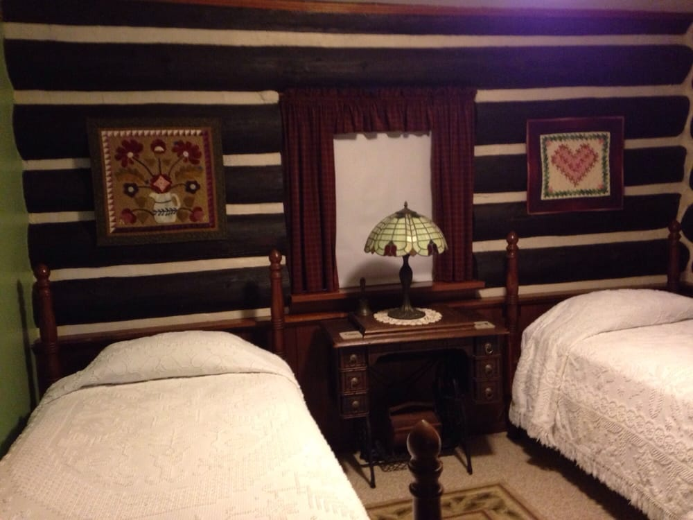 Bed and Breakfast of Cabin Cove: 820 Indiana Ave, Iowa Falls, IA