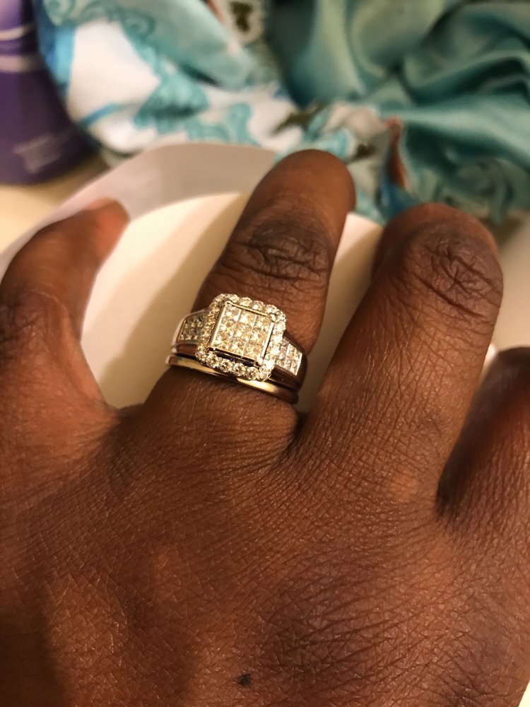 Dan's Jewelers: 631 N San Jacinto St, Hemet, CA