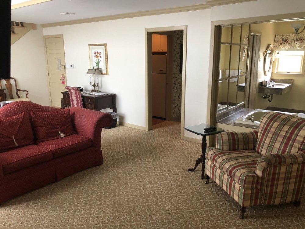Golden Plough Inn: 5883 Lower York Rd, Lahaska, PA