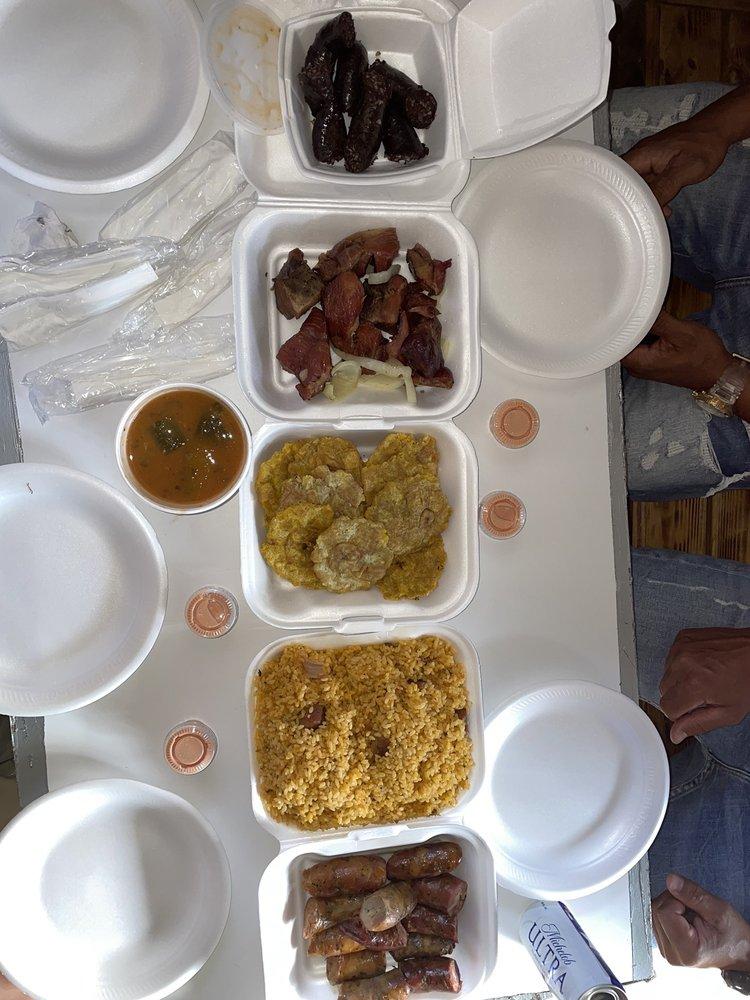 Las Longanizas De Don Naldo: PR-809, Comerío, PR