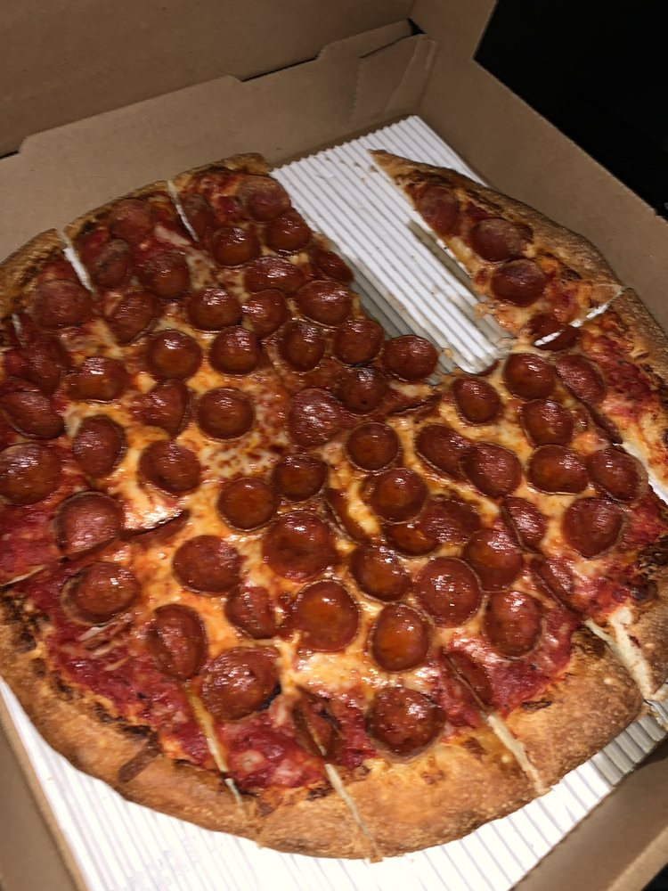 Food from Creno's Pizza