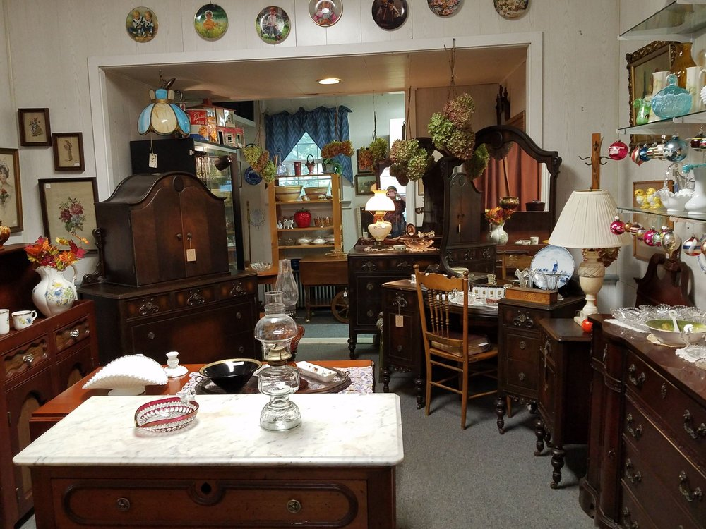 Miss Elly's Antiques & Such: 518 Church St, Hawley, PA