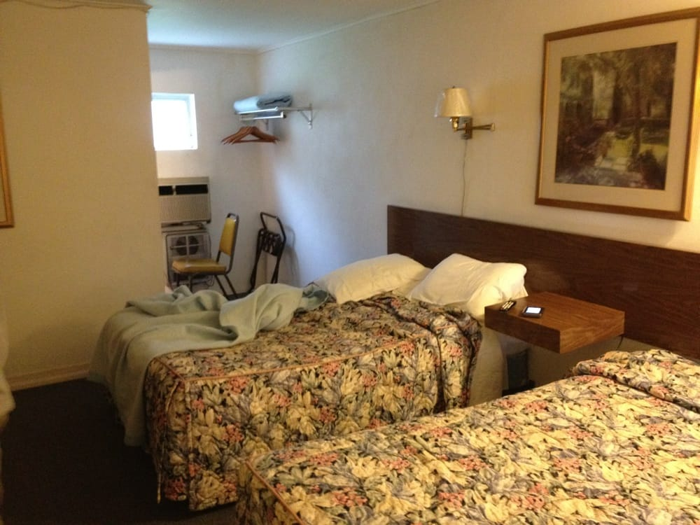 Cabin City Motel: 756 Route 9, Cape May, NJ