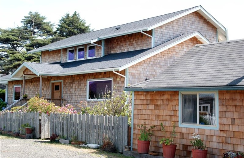 Beach Avenue Bed & Breakfast: 47 Beach Ave, Pacific Beach, WA