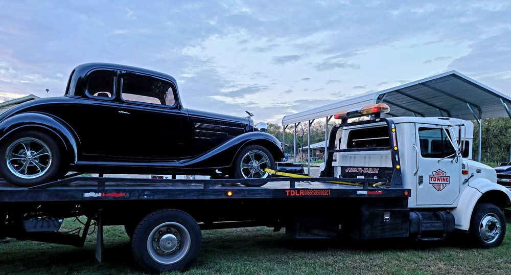 Towing business in Pleasanton, TX